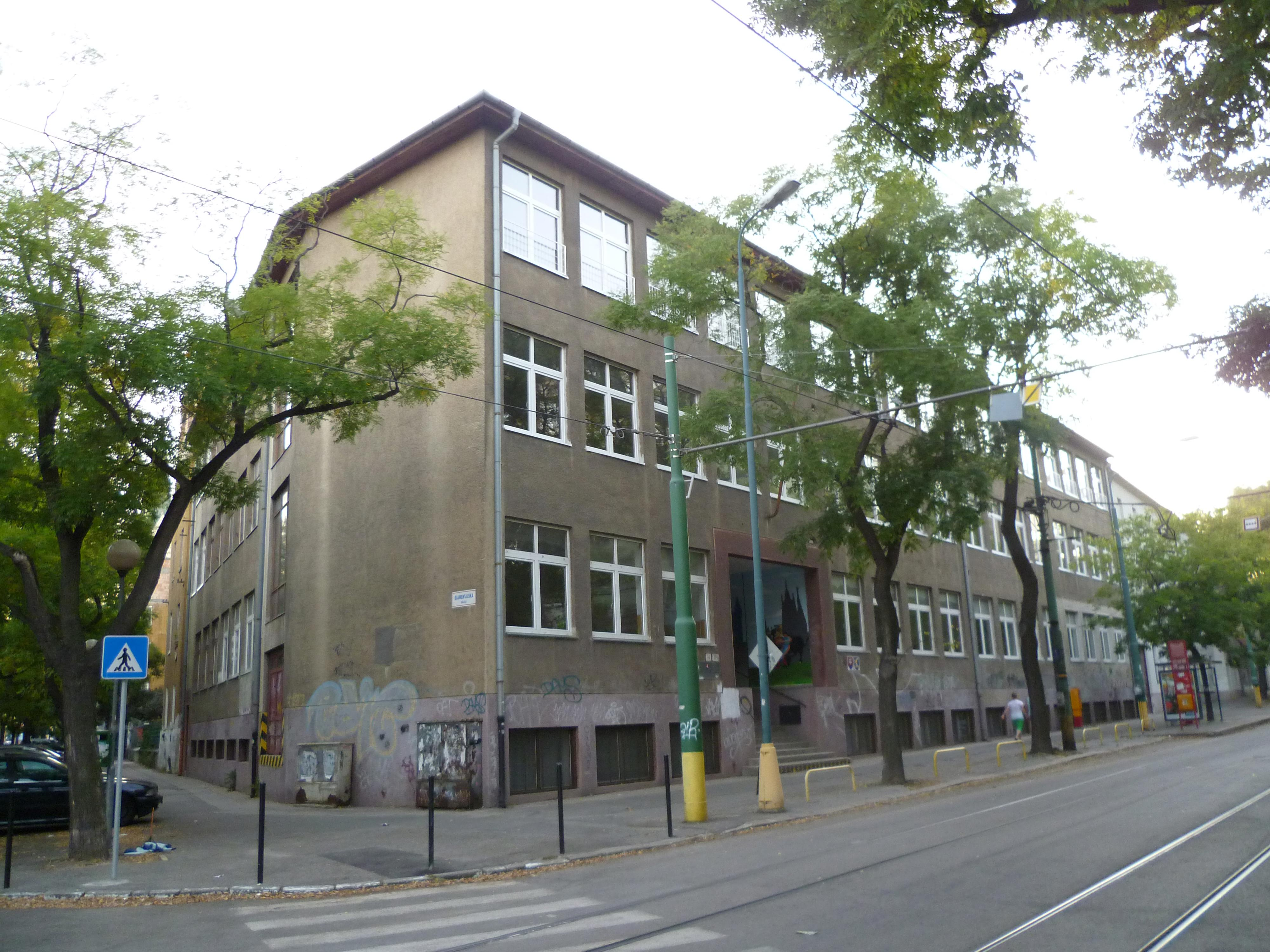 School Facilities, Vazovova 14